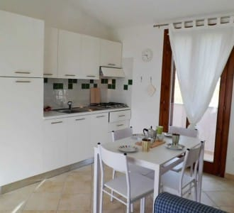 casa-vacanza-al-mare-per-coppie-fino-cucina2