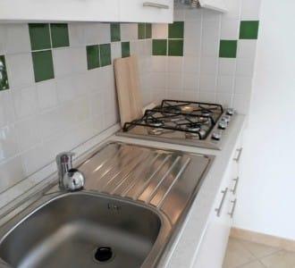 casa-vacanza-al-mare-per-coppie-fino-cucina3